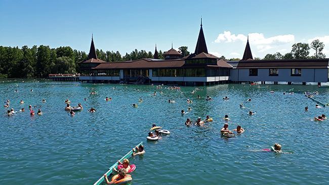 Heviz, jezero s termalno vodo