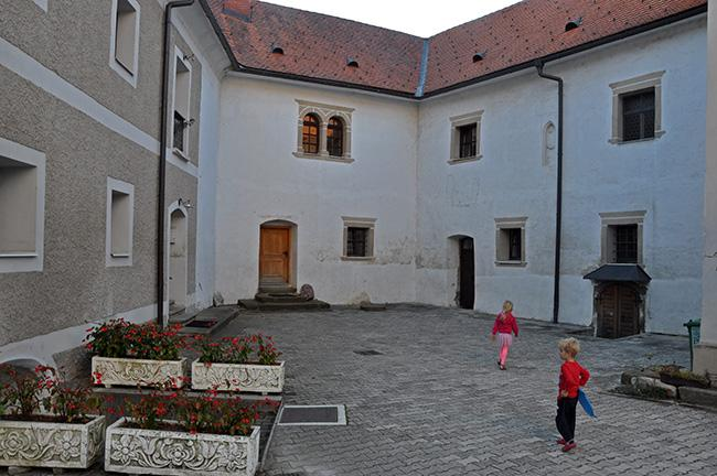 Župnišče, Vuzenica