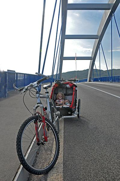Ždrelac, most med Pašmanom in Uglanom
