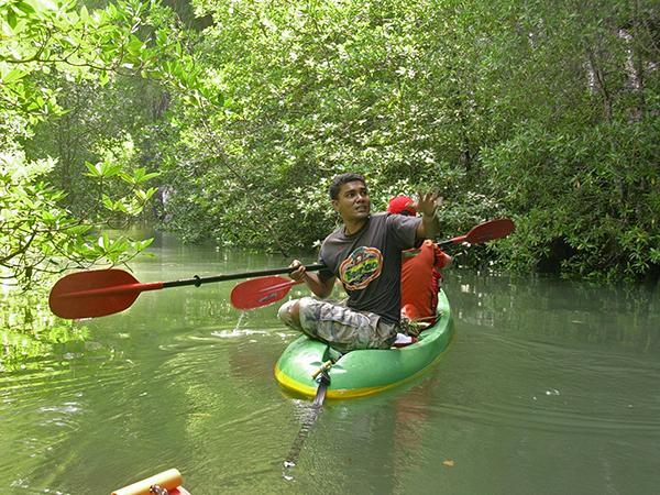 S kanuji v junglo, Tajska