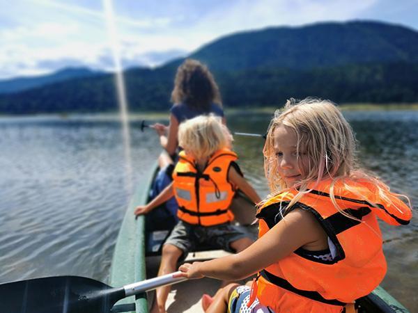 Vožnja s kanuji po Cerkniškem jezeru