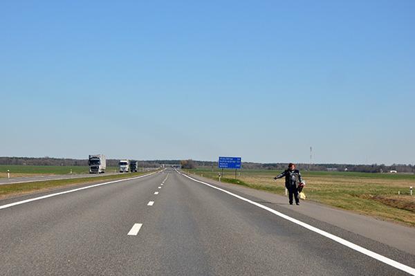 Avtoštop ob glavni cesti čez državo