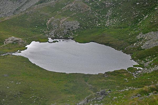 Jezero med potjo proti vrhu