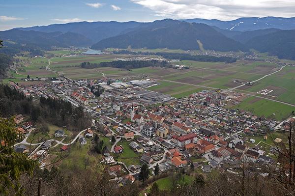 Razgled s Starega gradu nad Radljami
