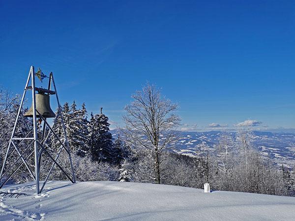 Zvonec pred cerkvijo sv. Pankracija