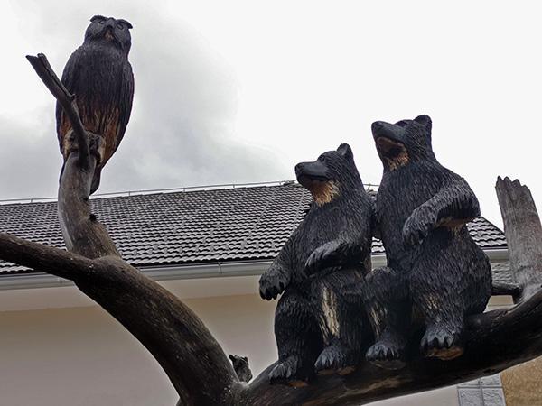 Skulpture v vasi Predjama