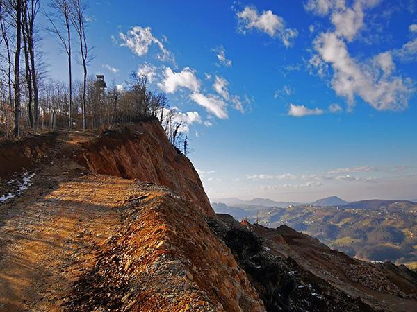 Pot nad kamnolomom