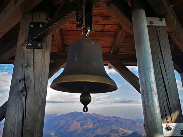 Zvonec želja na vrhu stolpa