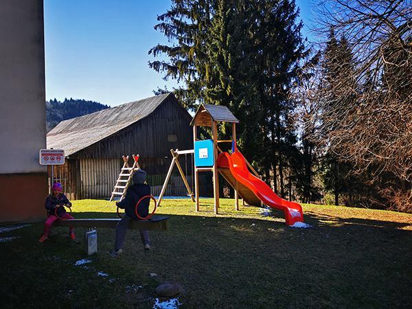 Igrala v centru vasi Svetina