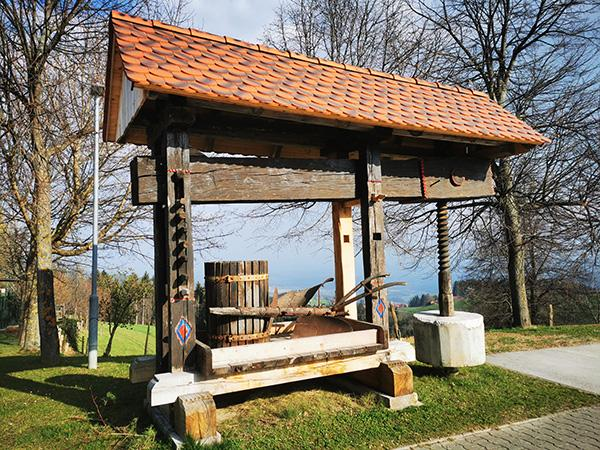 V centru vasi Gorenje
