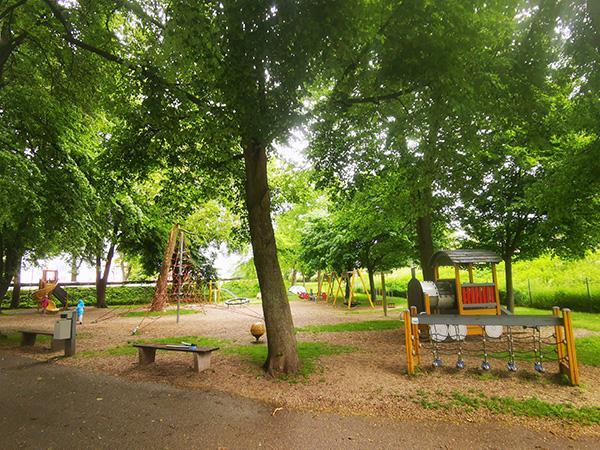 Igrala v mestnem parku