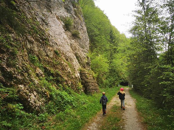 Pot proti jami Huda luknja