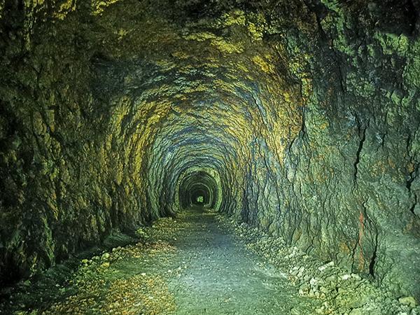 Pot skozi tunel