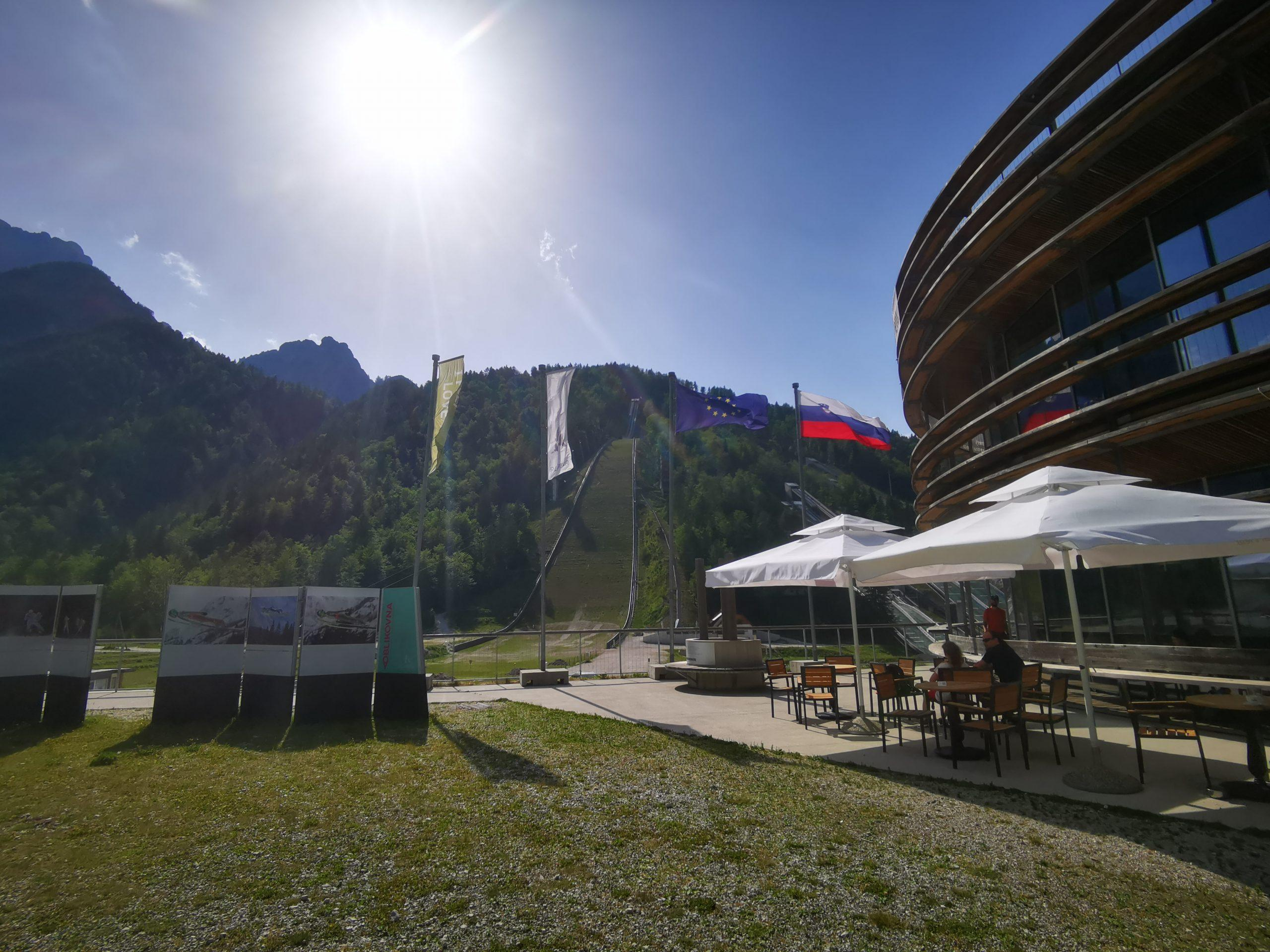Lokal s pogledom na smučarske skakalnice